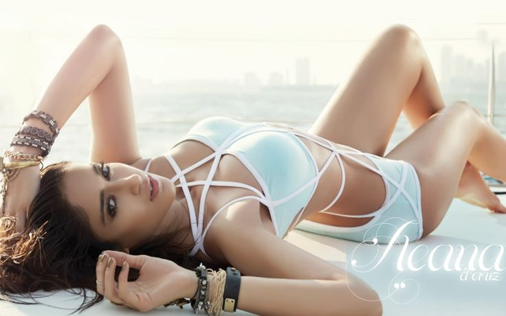 Ileana D'cruz Hot Bikini / Swimsuit Photoshoot 2014