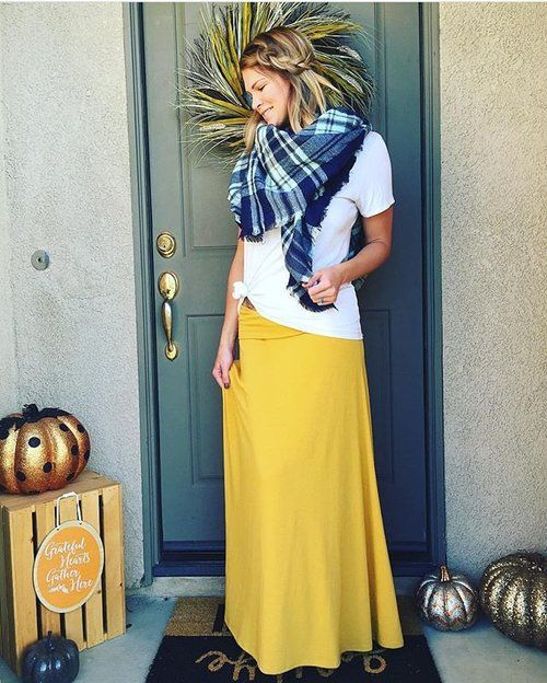 Simple and easy, what a great go-to outfit for Fall, complete with a LuLaRoe Maxi skirt and scarf! #lularoemaxi #LuLaRoefallvibez PC: @lularoe_ashleyflanagan