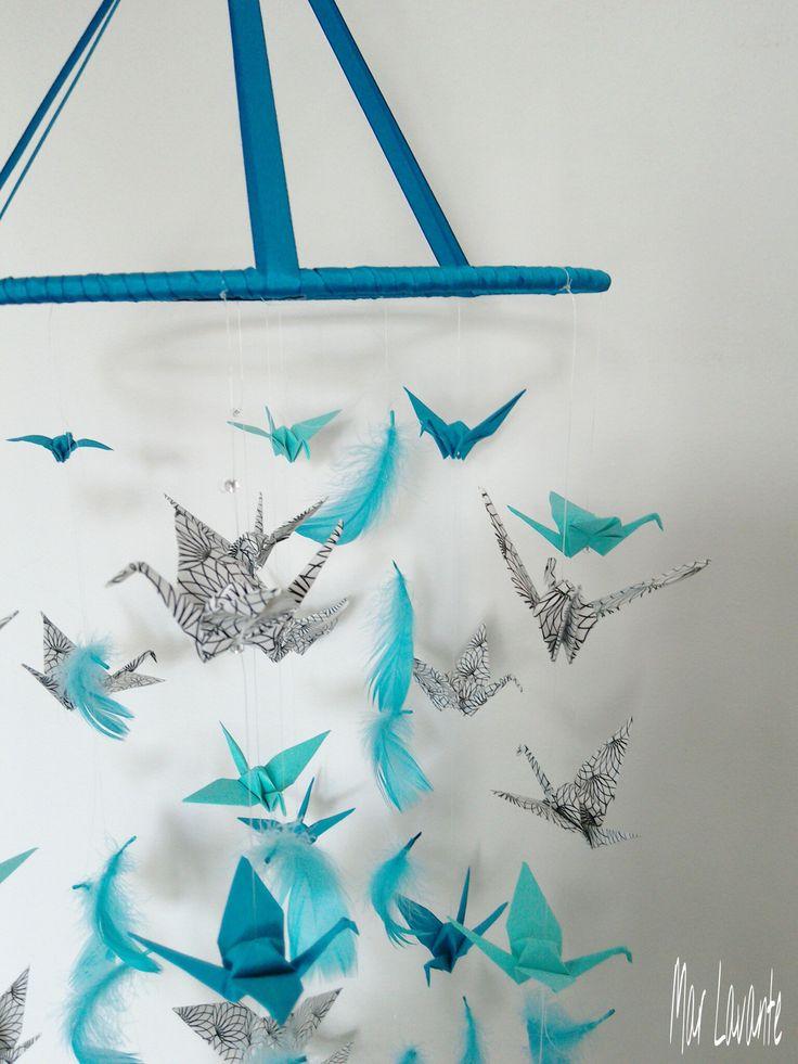 Velký+origami+kolotoč+/+lapač+snů+v+tyrkysové+Luxusní+jeřábí+kolotoč+inspirovaný+lapači+snů.+Něžný+s+nepřehlédnutelný+zároveň.+Origami+je+tradiční+japonské+umění,+které+se+předává+z+generace+na+generaci.+Nejoblíbenější+skládankou+je+ptáček+jeřáb,+japonskycuru,+který+je+jakýmsi+národním+symbolem+pro+zdraví,+štěstí+a+dlouhý+život.+Pokud+tak+někomu...