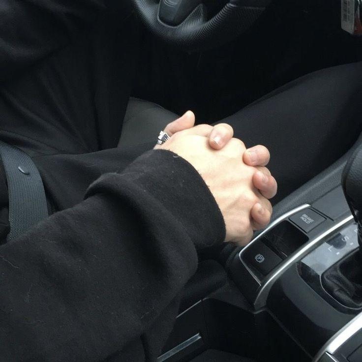 картинки взяться за руки в машине можете скачать слушать