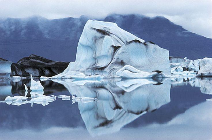 Vatnajökull  La joya de la corona en cuanto a platós naturales se refiere es esta vasta zona blanca y montañosa situada al sureste de Islandia formada por el glaciar más grande de Europa. Vatnajökull está dentro del parque natural nacional más grande de Europa,