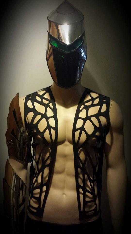 MEN futuristic rubber waistcoat hand cut butterfly motiv door divamp