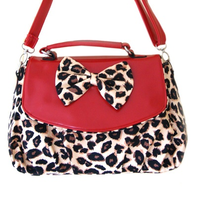 Pin-up bag red with leopard - Banned  http://www.attitudeholland.nl/haar/accessoires/tassen-portemonnees/schoudertassen/pin-up-tas-met-luipaardprint-rood-banned/