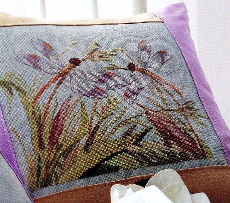 Dragonfly duet pillow 1/3