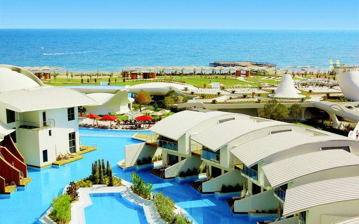 Cornelia Diamond Golf Resort & Spa er et dejligt luksushotel som anses for at være et af Beleks bedste. Her er en 27-hullers golfbane som tilhører hotellet. Her er både en privat strand og 8 pools. Se mere på http://www.apollorejser.dk/rejser/europa/tyrkiet/belek/hoteller/cornelia-diamond-golf-resort-og-spa