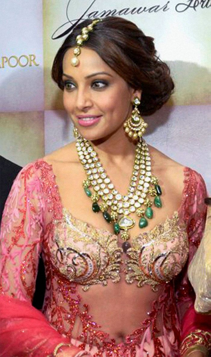 Bipasha basu the designers anjalee and arjun kapoor for Indian jewelry queens ny