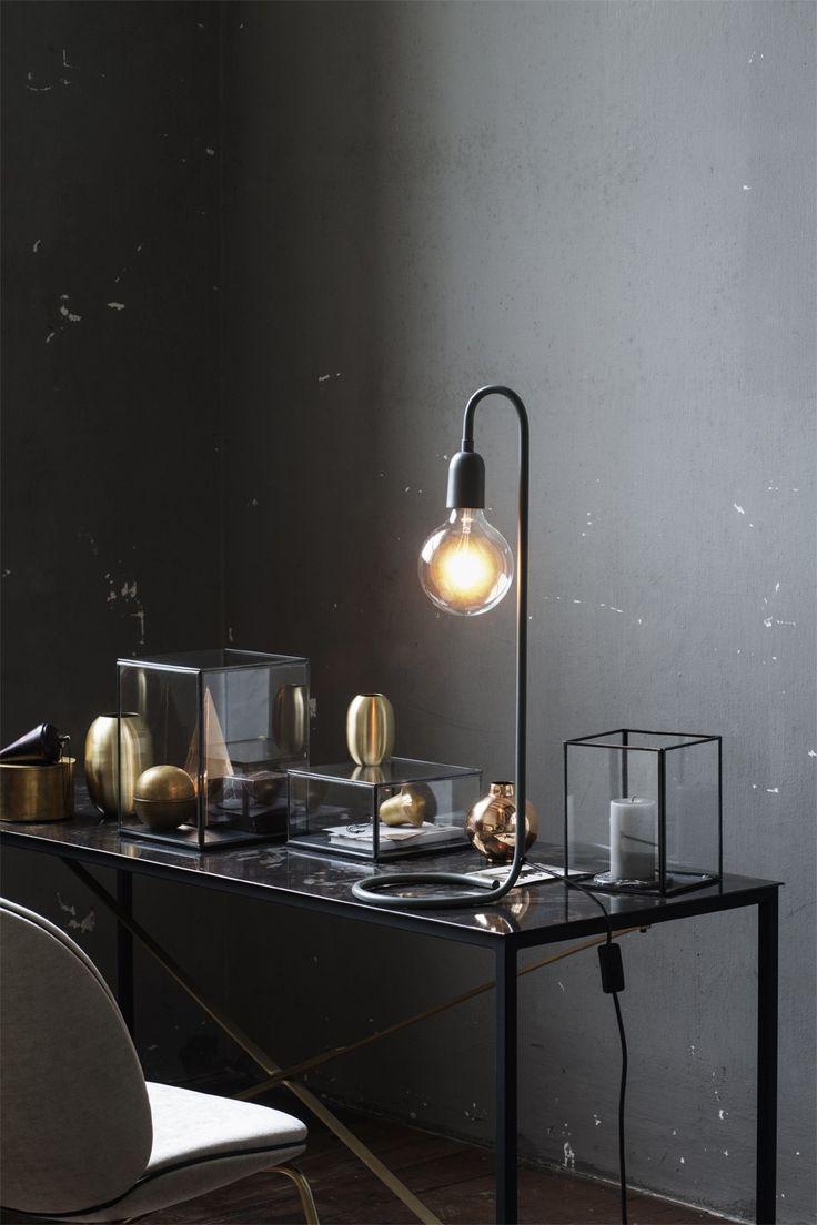 Bordslampa svart, snygg svart bordslampa i stilren, elegant design.