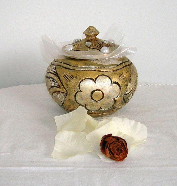 Boîte à bijoux vintage patinée et peinte à la main par Syell
