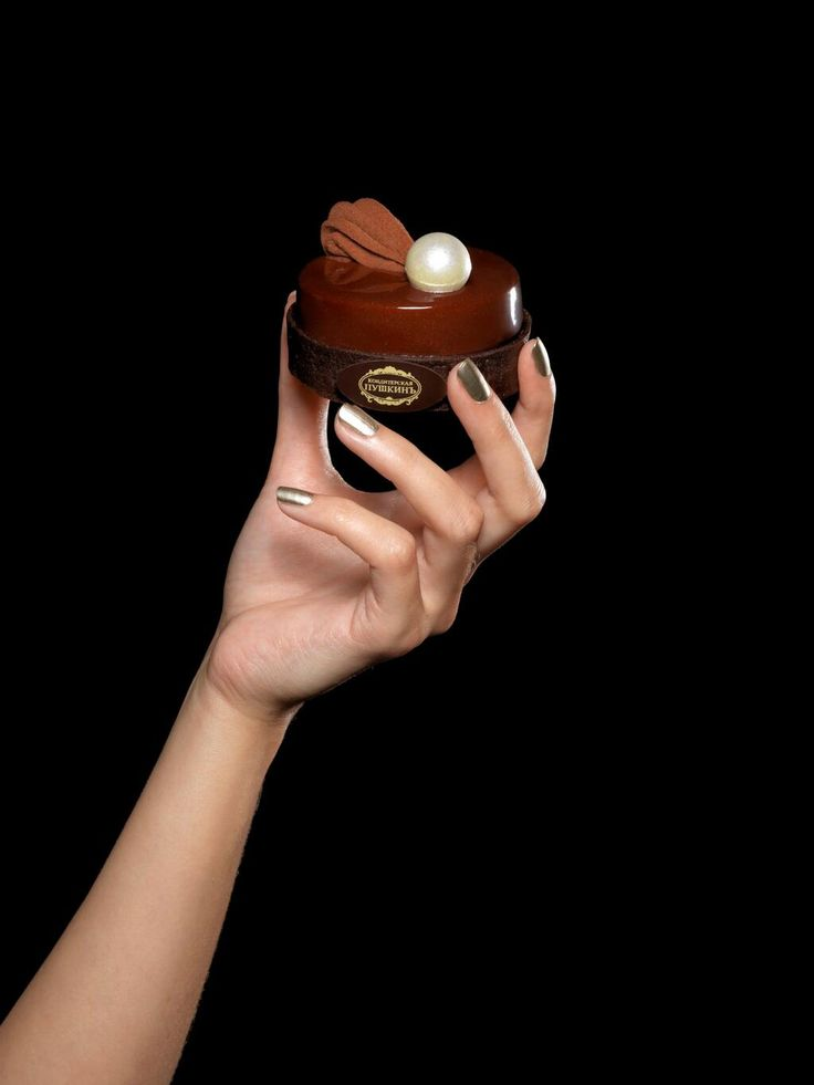 Café Pouchkine Paris - la tarte chocolat. Aside from the taste, I love that nail color--must find.