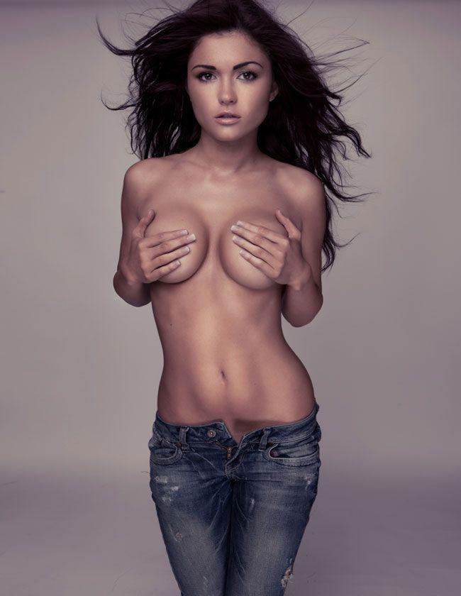 sexy voluptuous nude girl