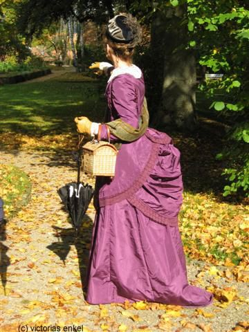 First bustle era day dress by Victorias Enkel - Frühe Tournüre Tageskleider