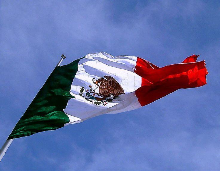 Junto a el Escudo y el Himno Nacional, la Bandera de México representa uno de los símbolos patrios, quizás, el más emblemático.