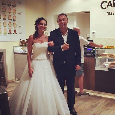 Il matrimonio è prima di tutto condivisione! Loro hanno iniziato con un Toast a metà per giurarsi amore eterno.  Auguri agli sposi!  #capatoast #wedding #love #share #Pavia