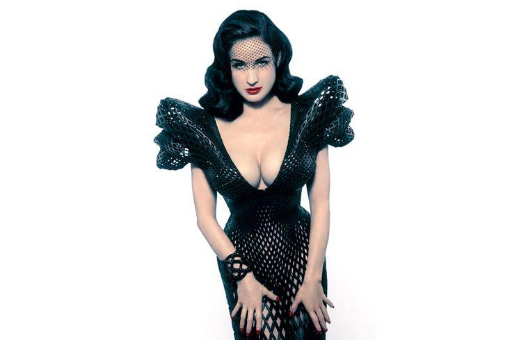 Dita Von Teese_3D dress http://idesignme.eu/2013/03/un-vestito-stampato-in-3d-per-dita-von-teese/ #design 3Dprinted #3D #model #DitaVonTeese #creativity #burlesque #fasihion #black