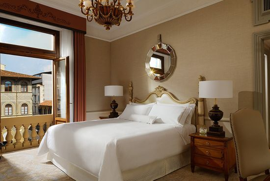 Deluxe Guest Room  Deluxe rooms are exquisitely furnished with precious antiques and fine fabrics. At night, the Heavenly Bed® provides the ideal haven to carry on dreaming.
