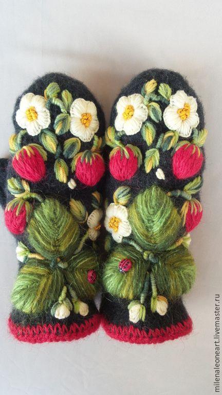 Купить Варежки с вышивкой Клубничка - цветочный, варежки с вышивкой, варежки ручной работы, варежки валяные