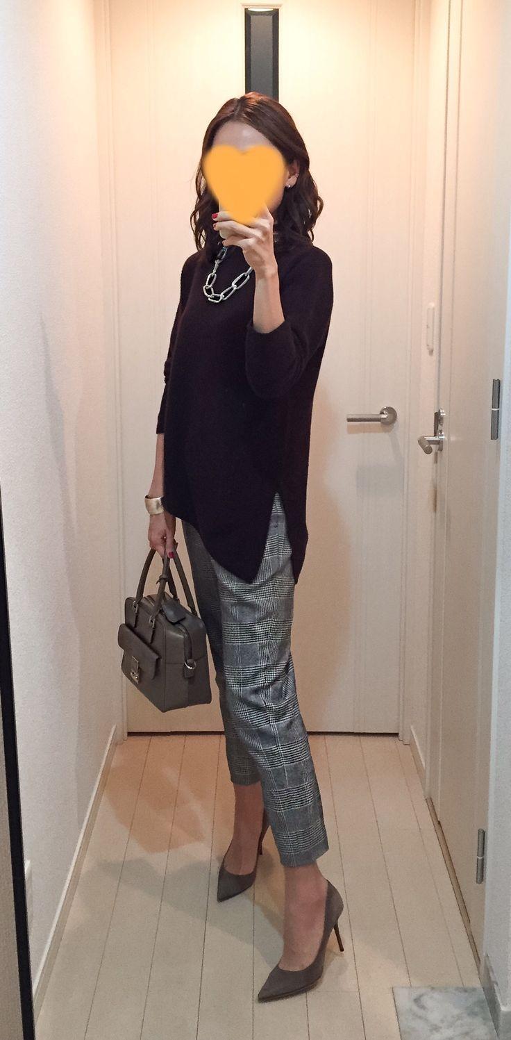 Brown sweater: United Arrows, Plaid pants: ROPE, Bag: Anya Hindmarch, Beige pumps: Jimmy choo
