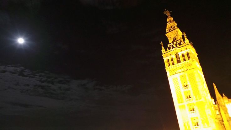 Full moon over Giralda