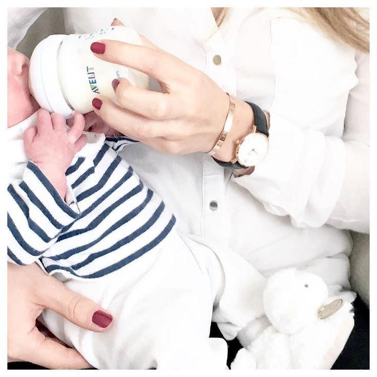 L'heure du bibi  Les Avent sont totalement adoptés par Louis ! 2 semaines aujourd'hui  #bebe #bebelouis #baby #babyboy #viedemaman #newmom #biberon #avent by b_belly18