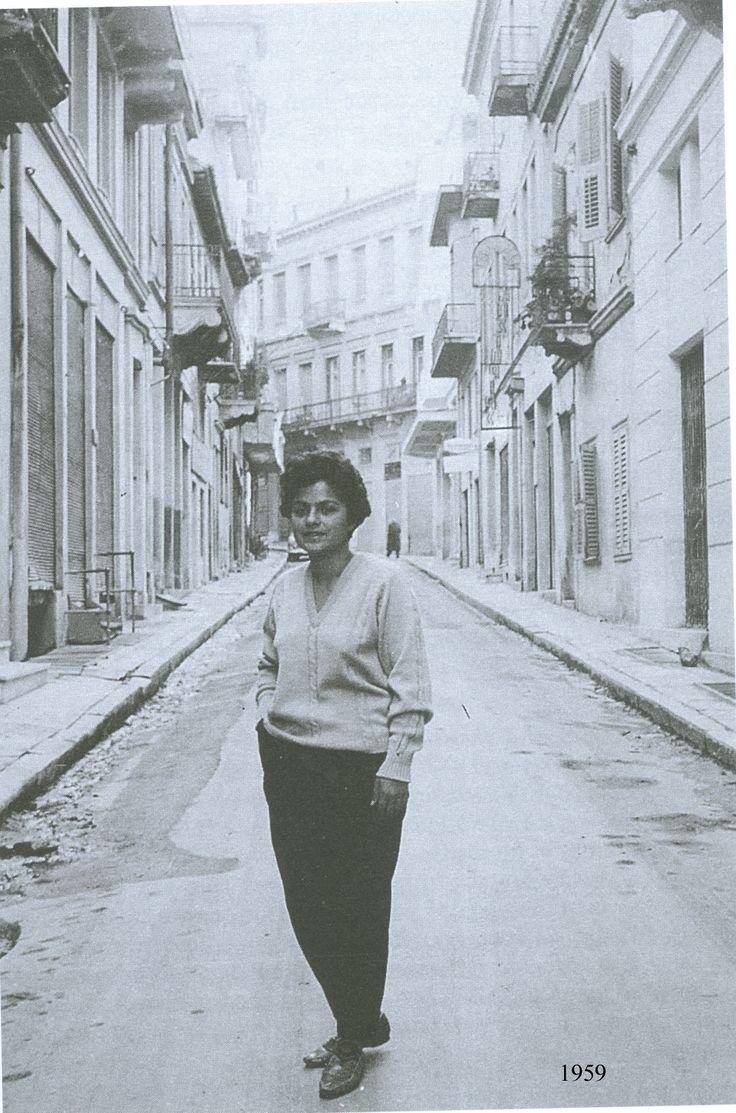 Δέκα χρόνια από τον θάνατό της Η Ρένα Χατζηδάκη γεννήθηκε το 1943. Μόλις τα…