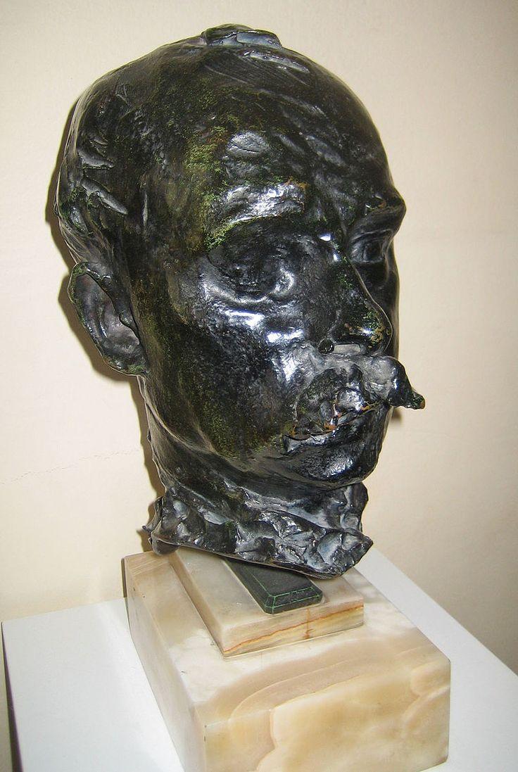 Buste de Mirbeau par Rodin.