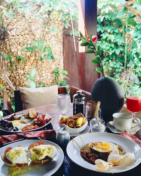 Enjoy a delicious gourmet breakfast in the privacy of your villa. Regram from @alessilikesit  www.villakubu.com/oasis-restaurant #villakubu #breakfast #morning #gourmet #balifoodbible #roomservice #theoasisrestaurant #seminyak #bali
