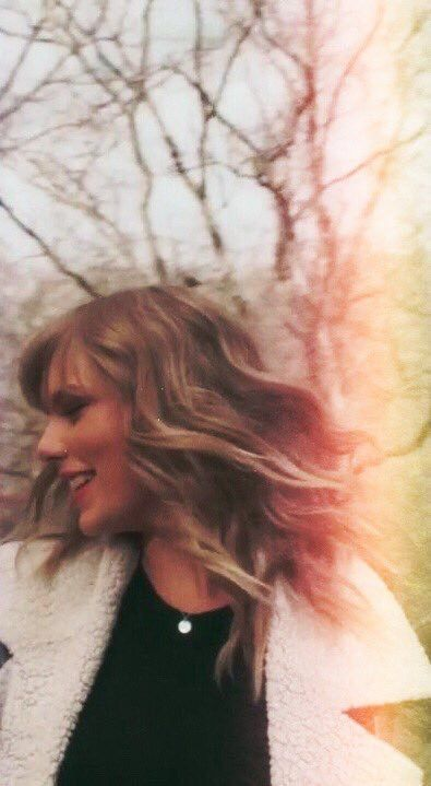 Taylor  vertical #delicate music video c:Spotify