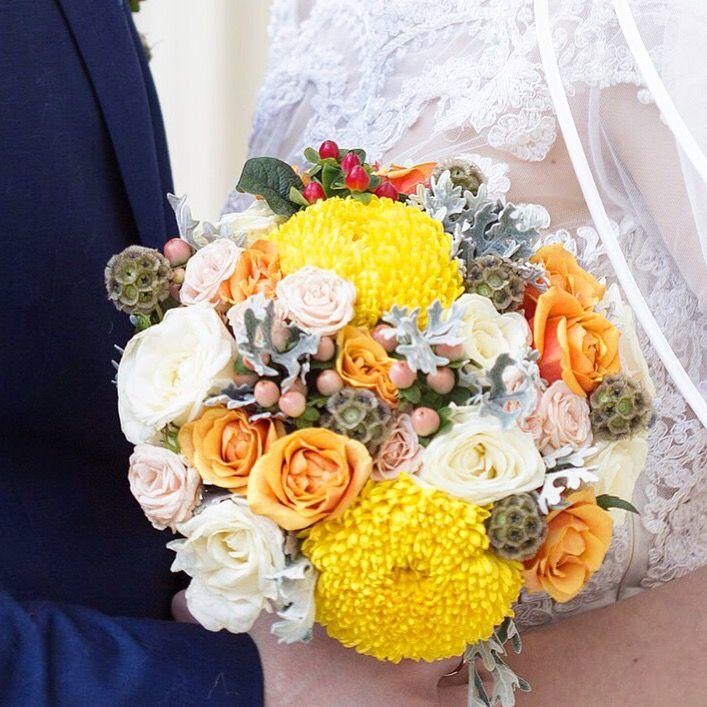 Солнечный яркий желтый букет невесты  Заказать букет невесты  Свадебный букет на заказ Москва  От Anna Shelli  Shelli decor
