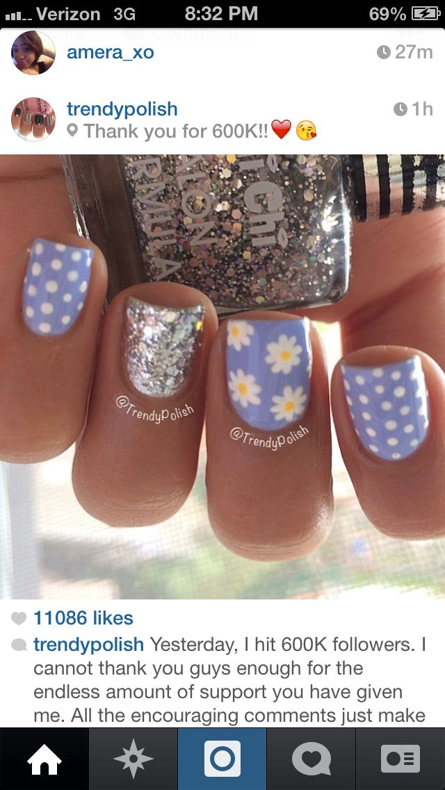 Purple flower nails!