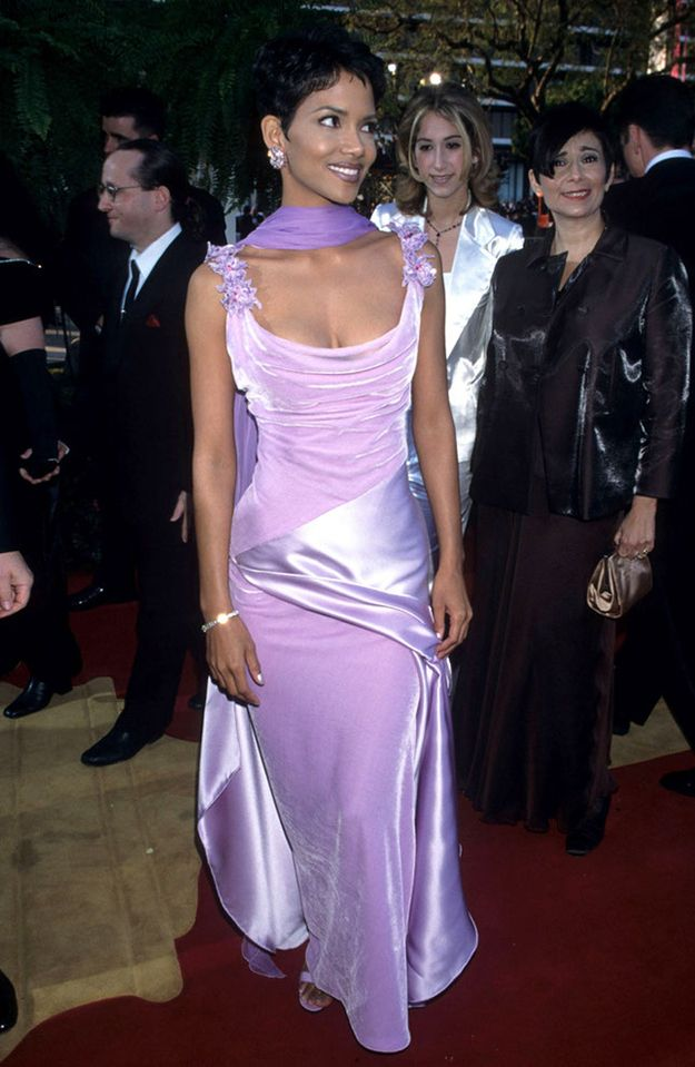Halle Berry's dress for the '96 Oscars was a purple paradise combining the two best textures of the '90s: velvet and shiny silk. | 26 Oscar Dresses You Once Thought Were SooooOOOooo Pretty