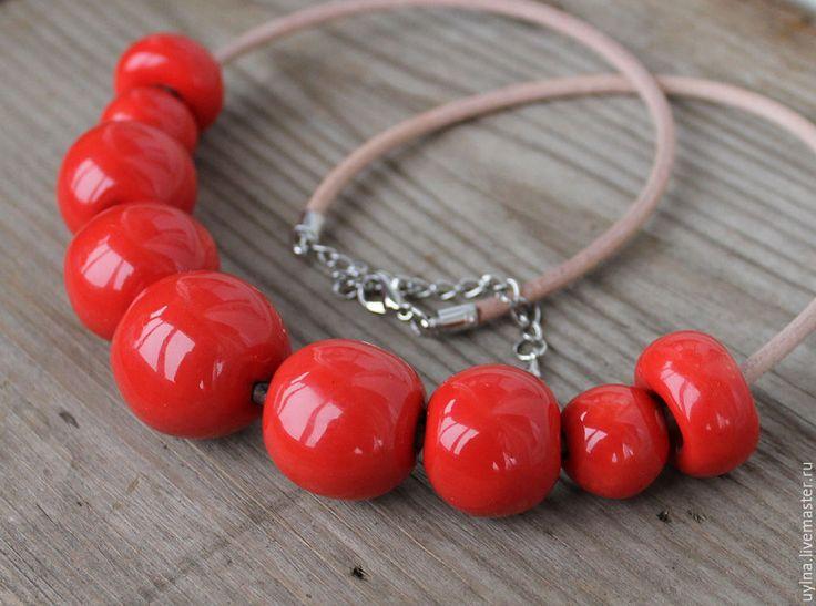 """Купить Ожерелье из керамических бусин и кожи """"My heart"""" - ярко-красный, колье, ожерелье"""