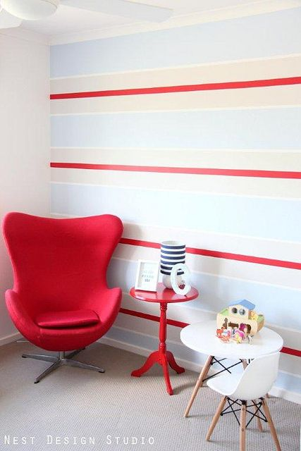 white-stripe-wall