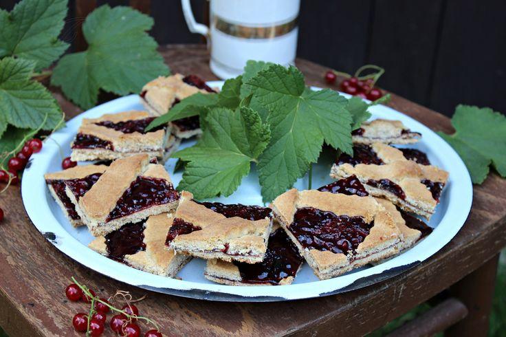 Coca enrejada de chicharrones y mermelada de grosella casera :: Škvarkový mřížkovaný koláč s domácí rybízovou marmeládou