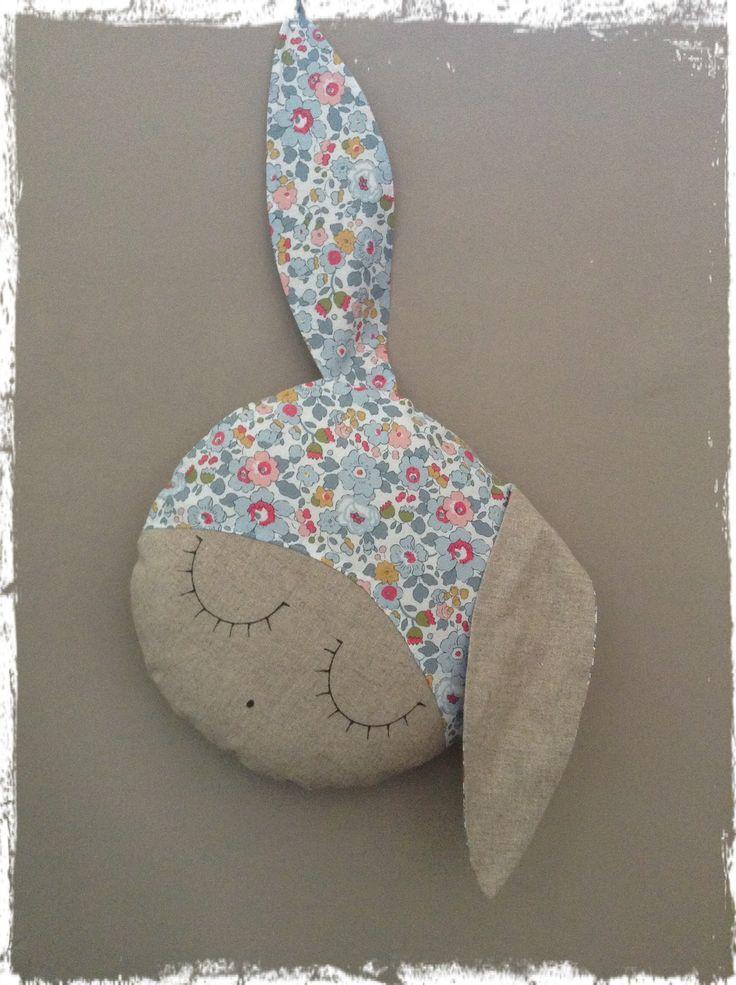 Coussin lapin en sieste tissu liberty Betsy porcelaine : Linge de lit enfants par lilihouat