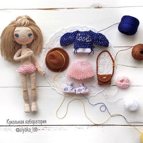 Давно не было фото #одеждакукололяки   Олеся с гардеробом   Шляпа, сумка, кедики  Юбочка и кофточка   Всё супер модное 😄  Ваша #olyaka_lab   #кукольнаялабораторияоля_ка