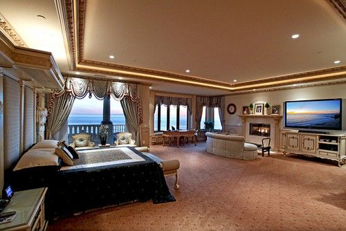 Now that's my kind of bedroom!!!! Huge | Stylish Bed Rooms ...
