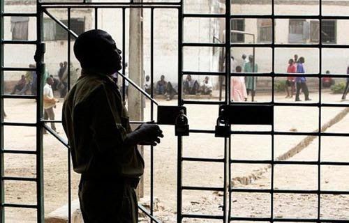 Escape the47 prisoner from the Nigerian prison    Abuja 47 prisoners escaped from the prison of Aqova Abimom, the province of Nigeria. Po...