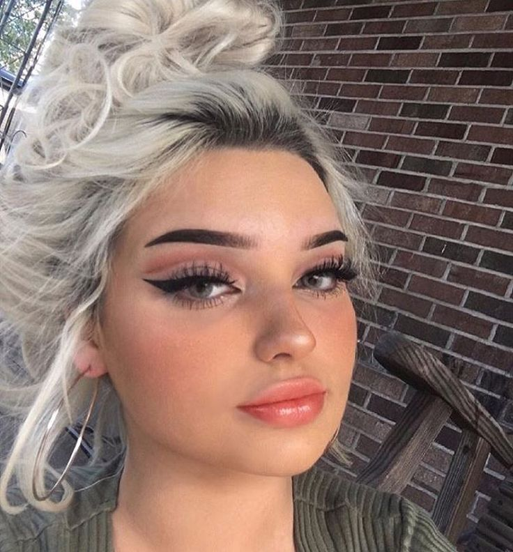 ... Edgy Makeup on Pinterest : Perfect eyeliner, Makeup and Makeup trends