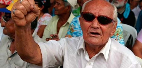 """Por Ivette Murguía Argeñal """"Nosotros los hemos llamado a luchar (protestar) y nos dicen 'me pueden quitar lo poco que me dan', para que ustedes tengan una idea de cómo esta gente está pensando de este Gobierno, expresó el presidente de la Asociación de Jubilados y Pensionados de Nicaragua (Ajupin), Luis Orlando Aráuz, El presidente …"""