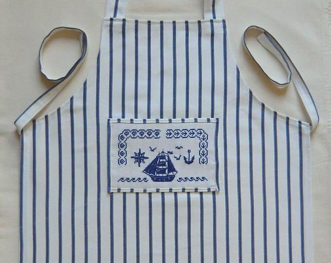 Tablier de cuisine style marin - En tissu coton Rayé bleu marine et blanc -  Taille 3/6 ans  - Enfant Fille  ou Garçon - Brodé à la main