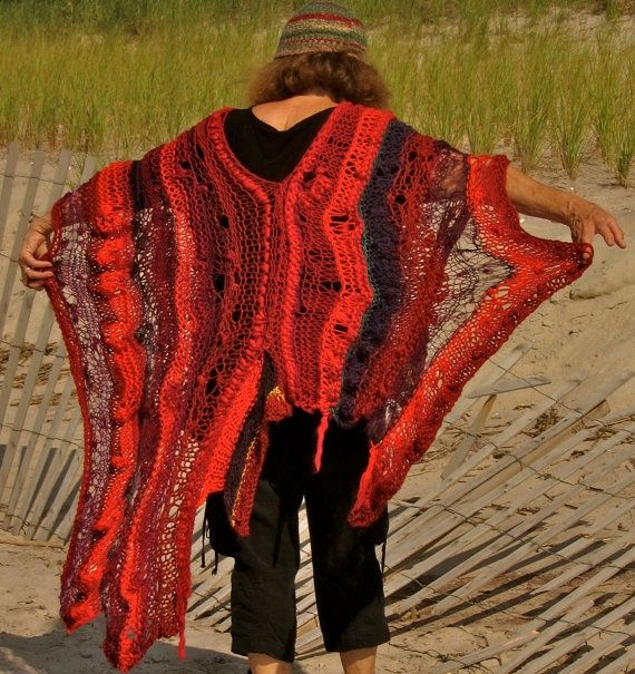 This lacy shawl from zsazsabellagio blogspot com is pretty, no?