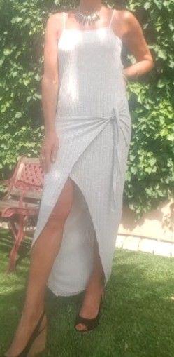Jolie Robe Longue Asymétrique effet porte-feuille par son large lien à nouer TBE Taille Unique - fines bretelles - couleur...