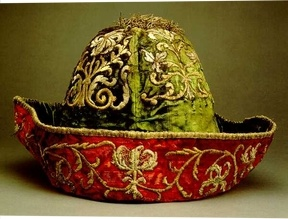 Man's feast day hat; Frankfurt am Main, 18th century; silk velvet with gold embroidery Actually a man's costume, but WOW, that hat.