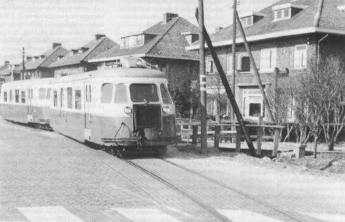 oversteek tram dordtsestraatweg nu Pascalweg ons huis staat er niet op nr 912