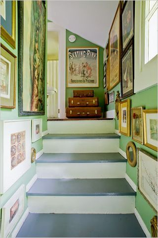 .Green Wall, Painting Stairs, Colors, Bright Green, Gallery Walls, Eclectic Interiors, Artworks Display, Wall Gallery, Hallways Art