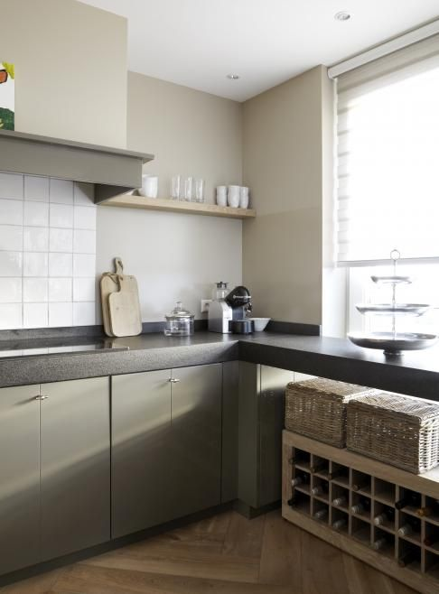 """Classic Dutch """"witjes"""" (small tiles) combined with a warm (forest) green and a dark worktop. Besides the floor this ensemble could use a little bit more of wood. Maybe a shelf with some herbs?"""