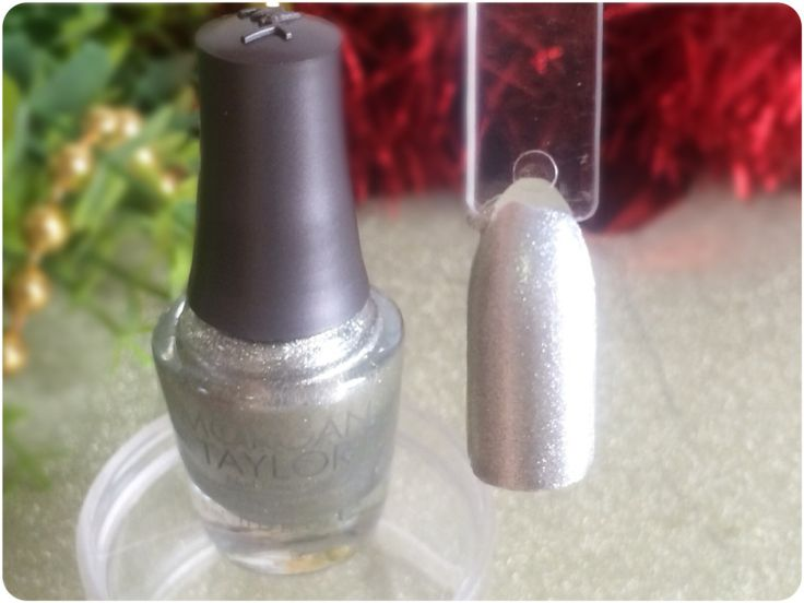 MANICURE MONDAY - Morgan Taylor - Gifted With Style mini Christmas collection - GIFTED IN PLATINUM