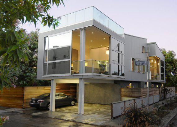 Szklany Róg W Nowoczesnym Mieszkaniu.Beton, Szkło, Metal Potrafią świetnie  Ze Sobą Współgrać