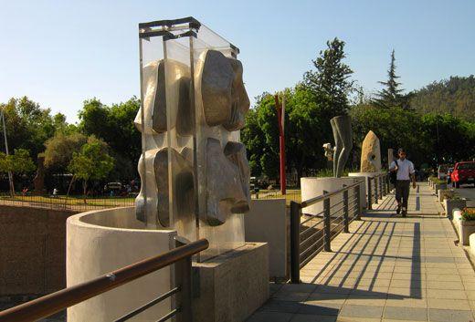 Puente y esculturas, Parque de las Esculturas, Santiago, Chile