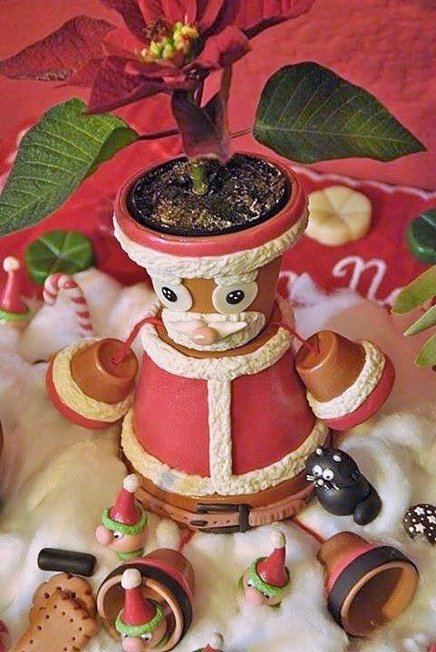 Babbo Natale con i suoi piccoli elfi e dolcetti, realizzati e decorati con la pasta di mais.